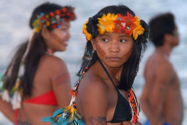800px-Indians_of_northeastern_of_Brazil_(2)