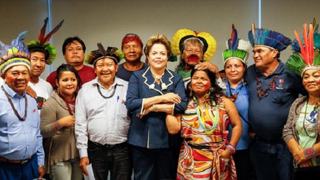 Indios-com-Dilma